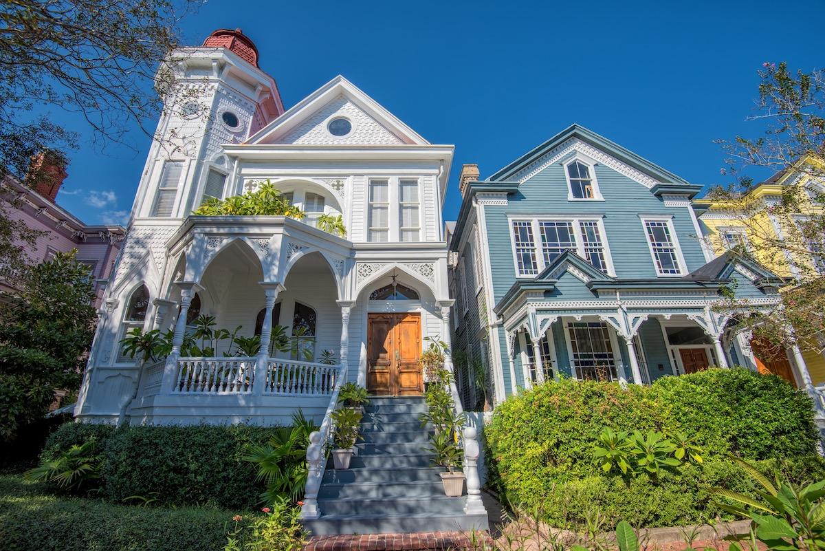 Savannah Georgia victorian home most popular house styles