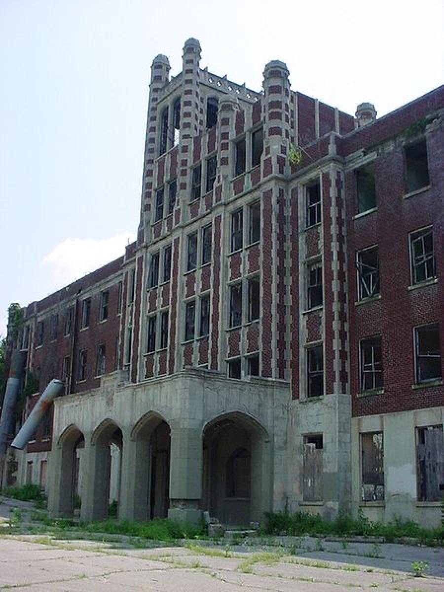 Waverly Hills Sanatorium Louisville Kentucky creepiest abandoned buildings
