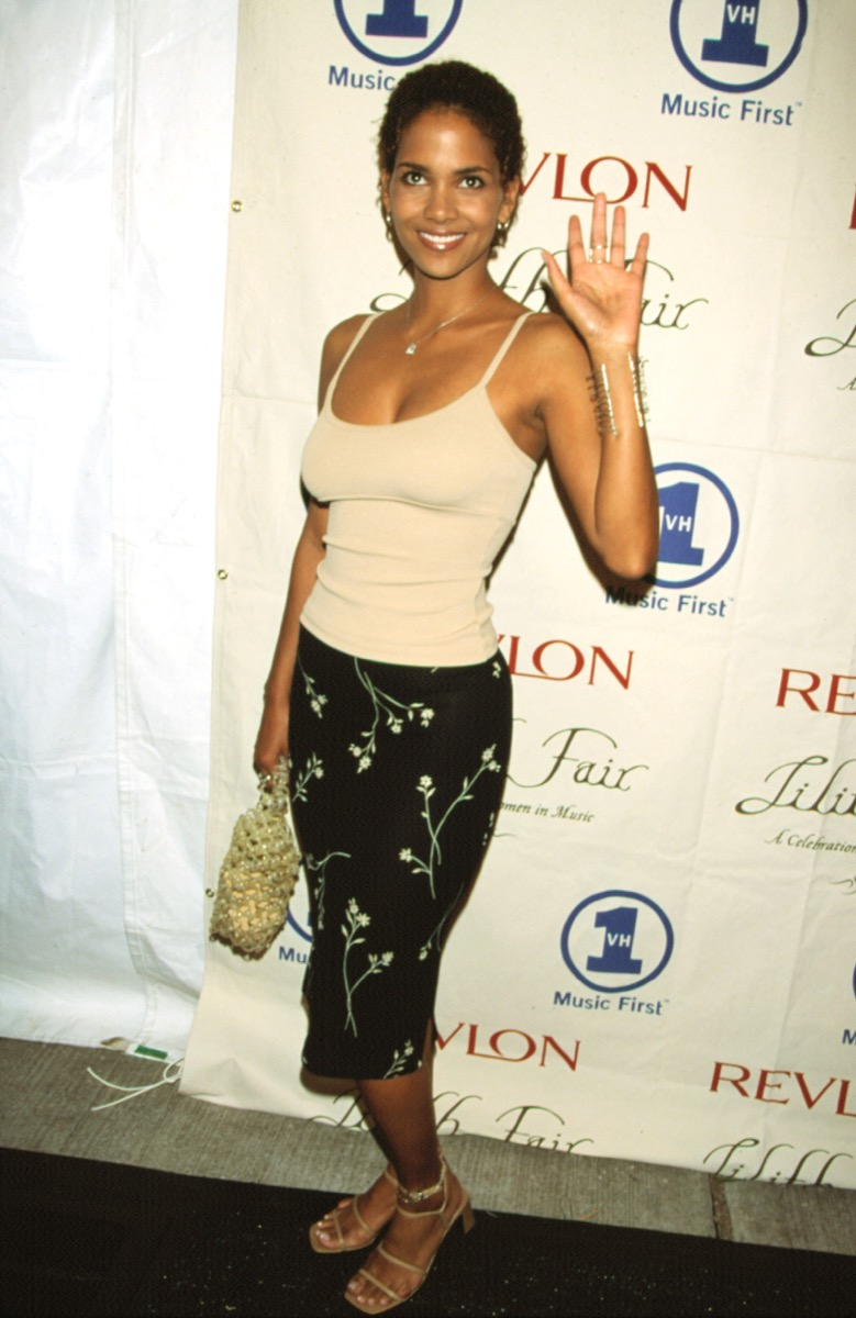 Celebrity Halley Berry in spaghetti strap top and floral pencil skirt at 1998 Lilith Rocks