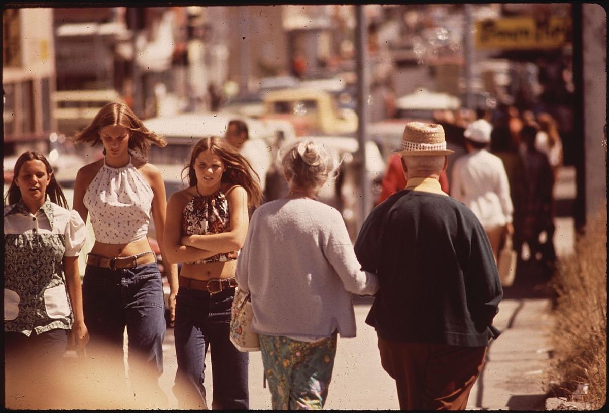 1970s fashion halter tops