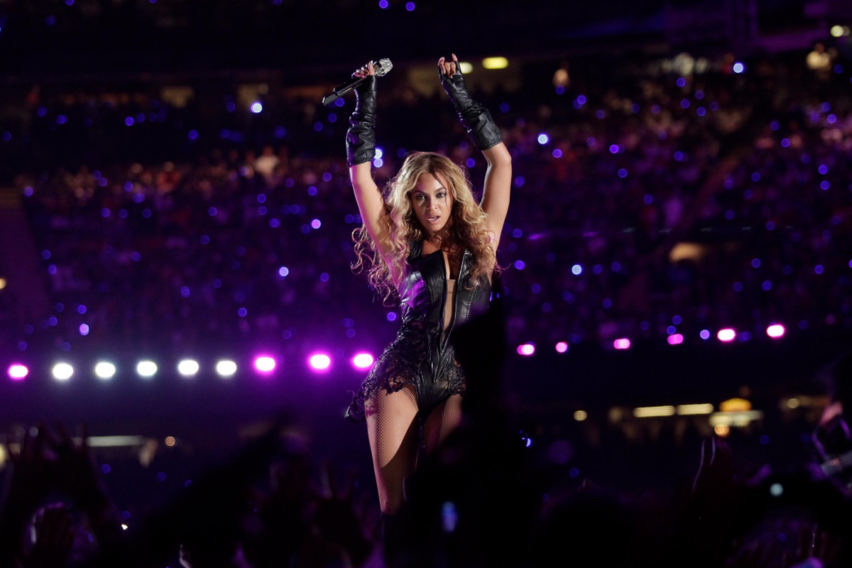 beyonce singing a breakup song at the super bowl