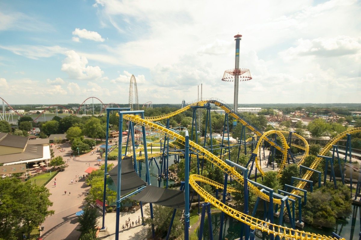 carowinds theme park in north carolina how much it costs to visit theme parks