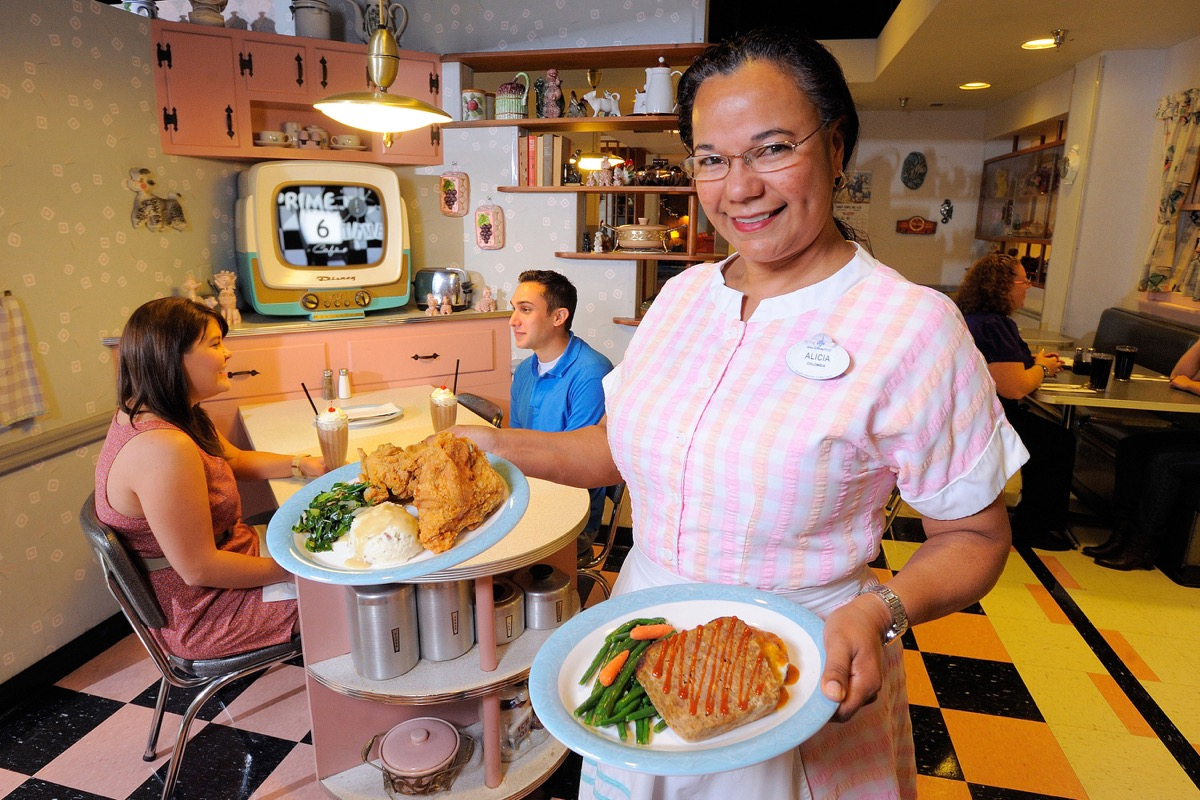 Clean Plate Club – Bop into a fabulous fifties kitchenette at Disney's Hollywood Studios where diners get