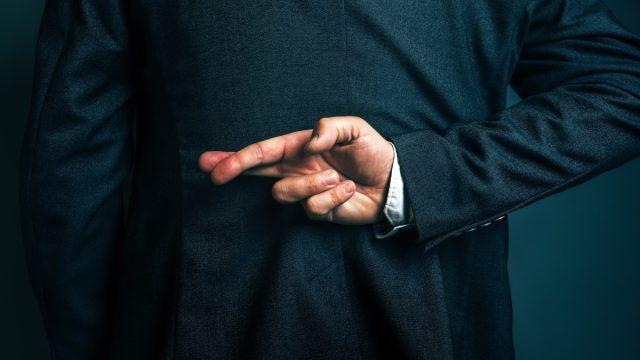 liar crossing fingers