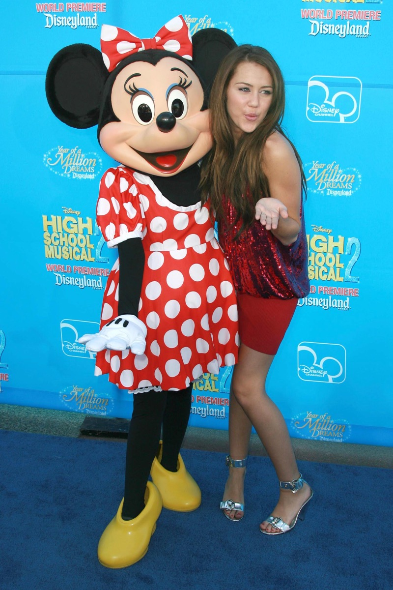 miley cyrus with minnie mouse, disney celebs