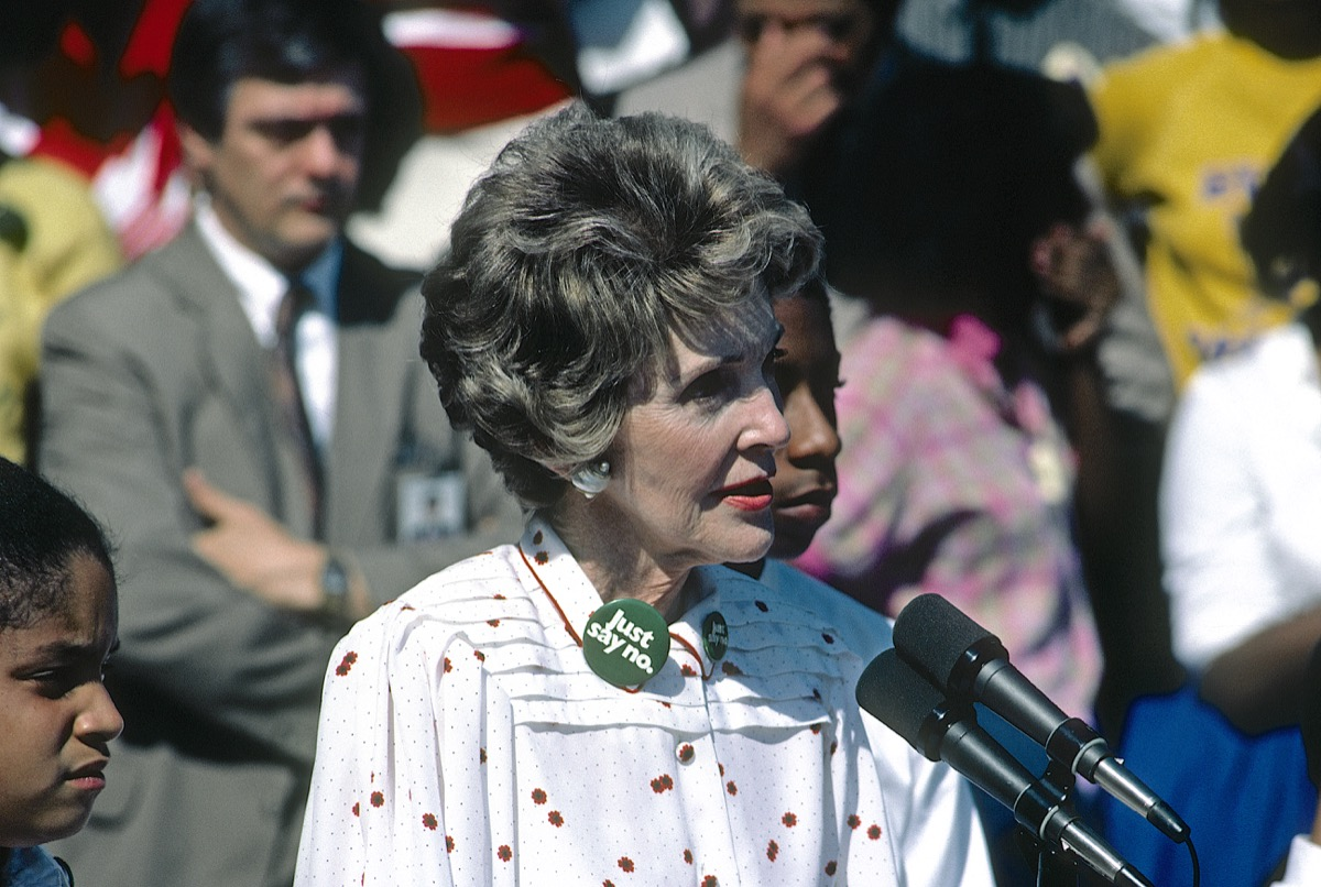 nancy reagan giving a speech with her just say no button