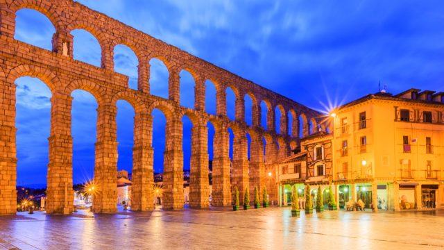 the roman aqueduct in segovia spain