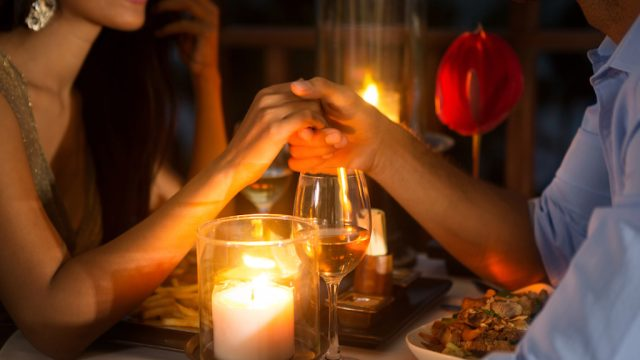 woman and man on romantic date, first date sex- how many dates before sex