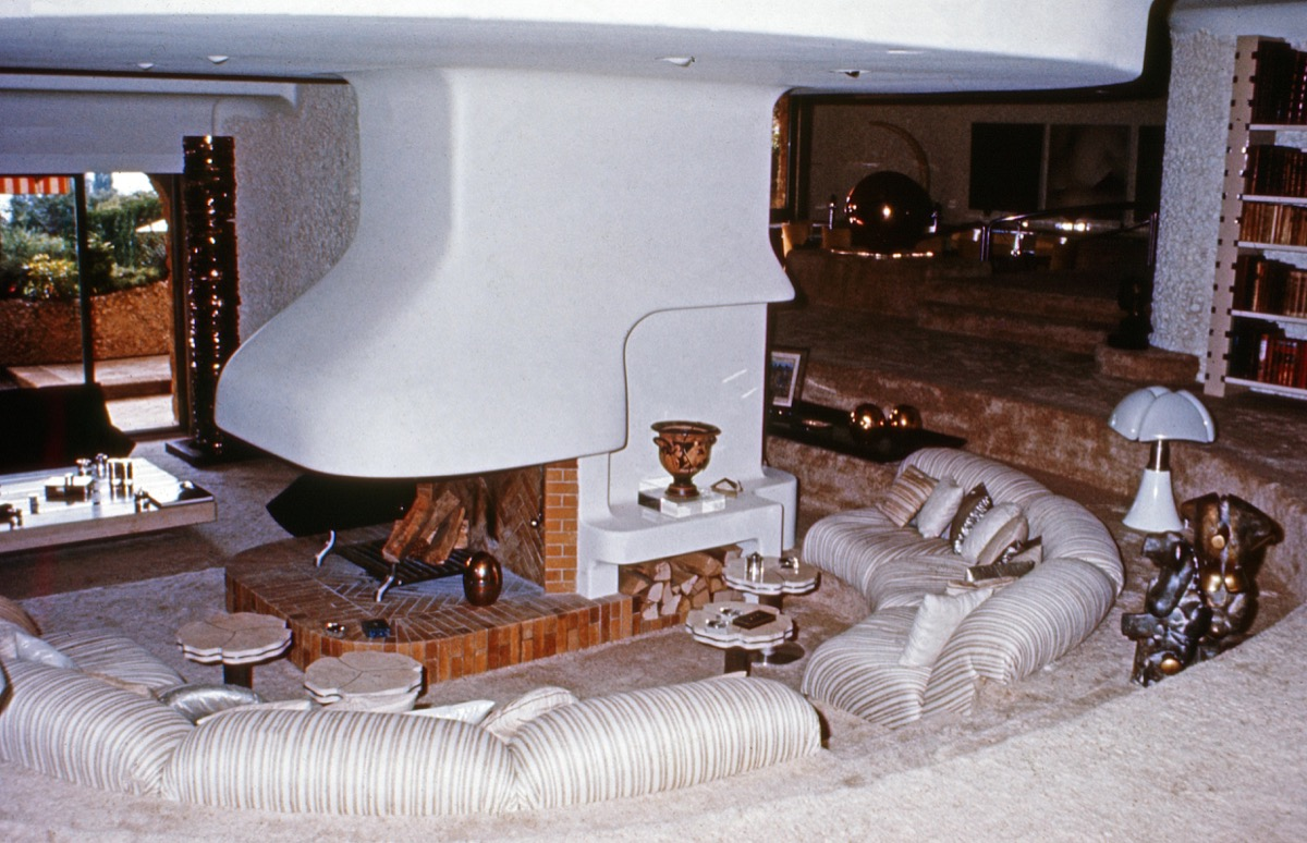 A Sunken Living Room From the 1980s Home Decor