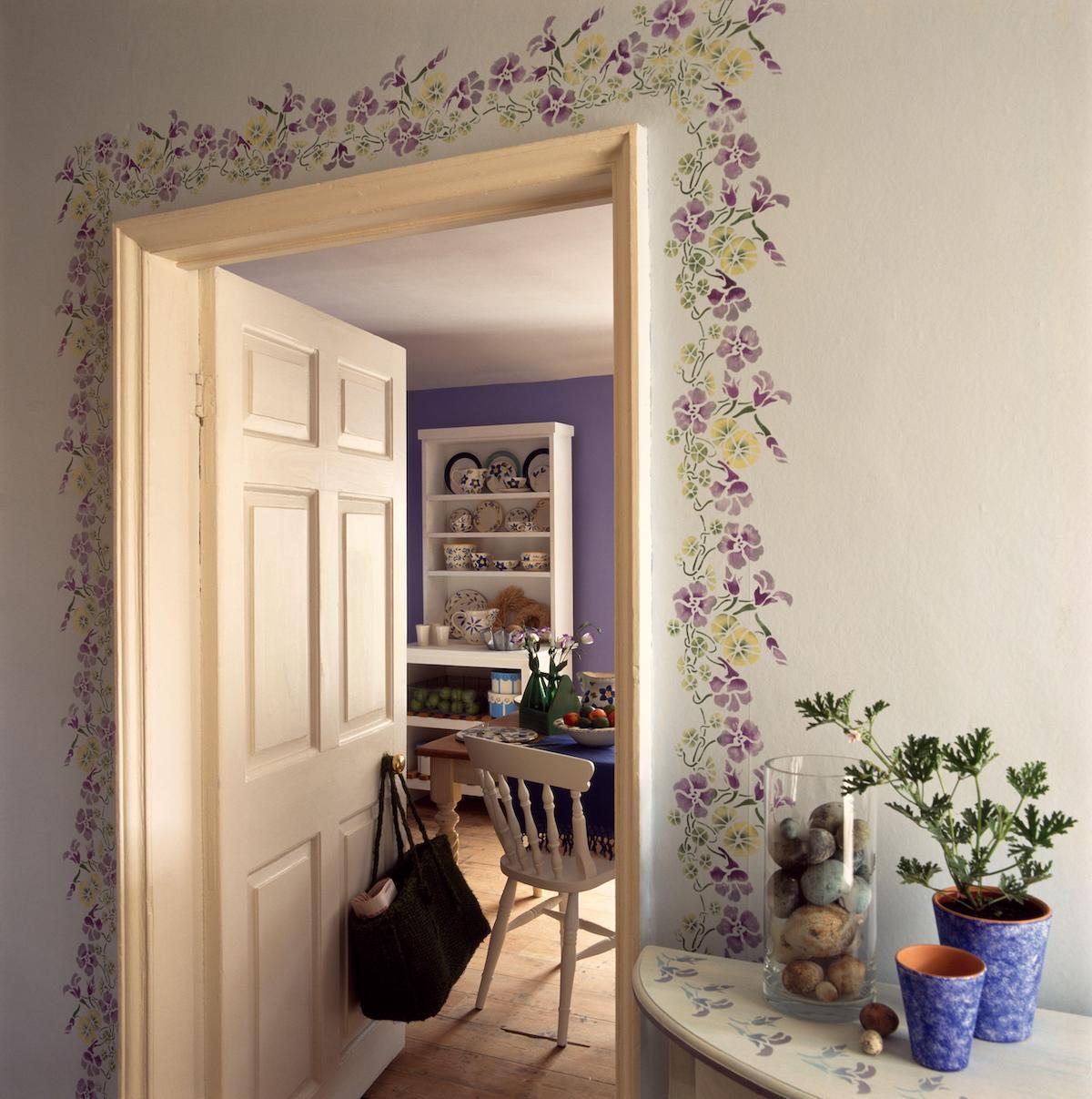 Hallway with decoration round doorway to kitchen