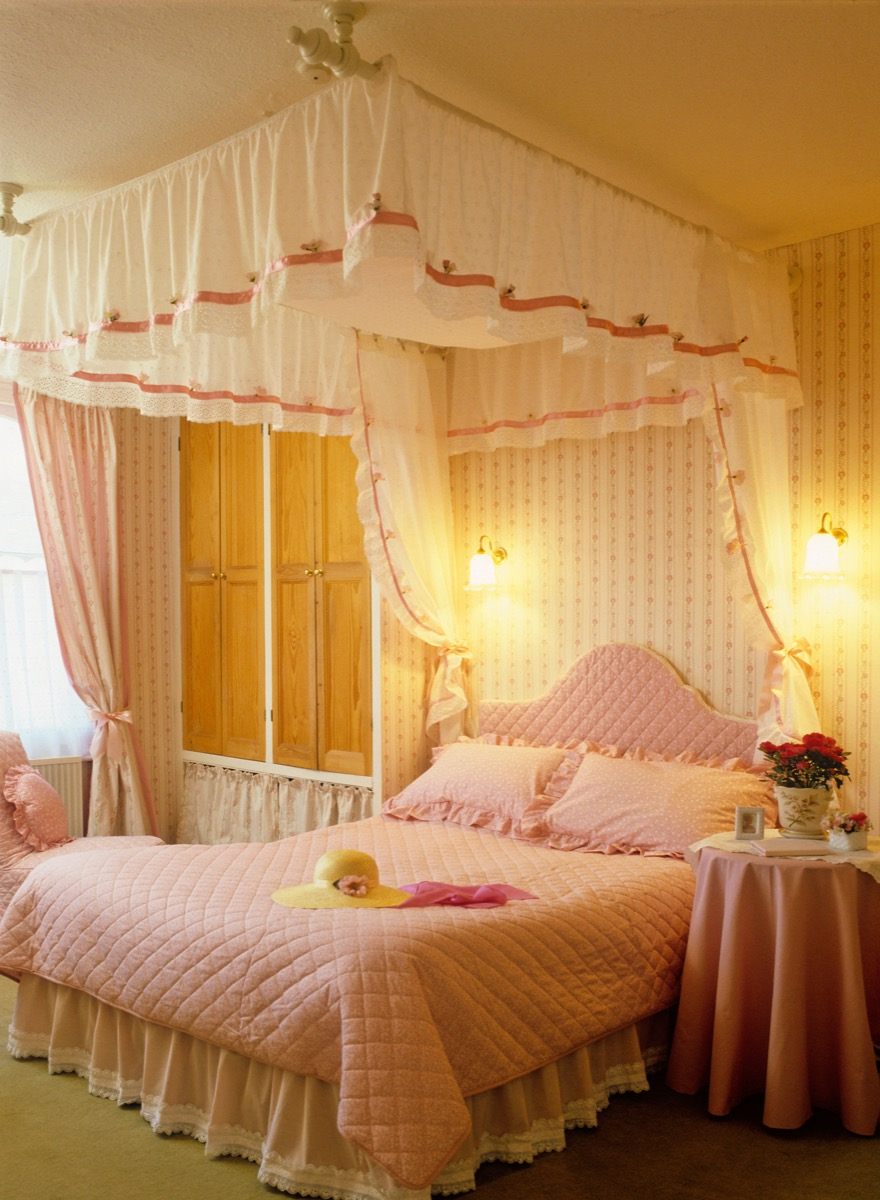 canopy bed - england - great britain