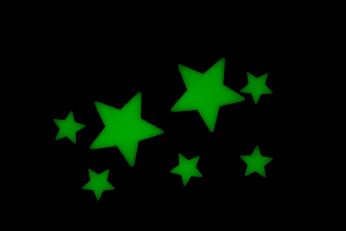 Green glow in the dark stars for ceiling or wall stickers. Ideal for boys or girls bedroom decoration.