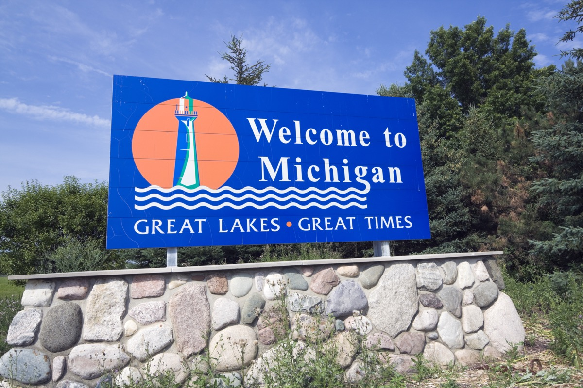 michigan state welcome sign, iconic state photos