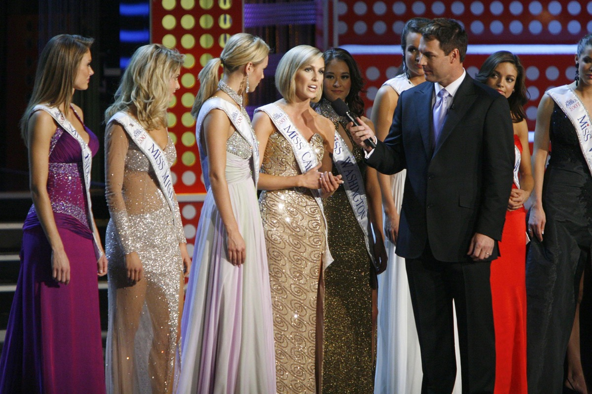miss america contestants answering questions,