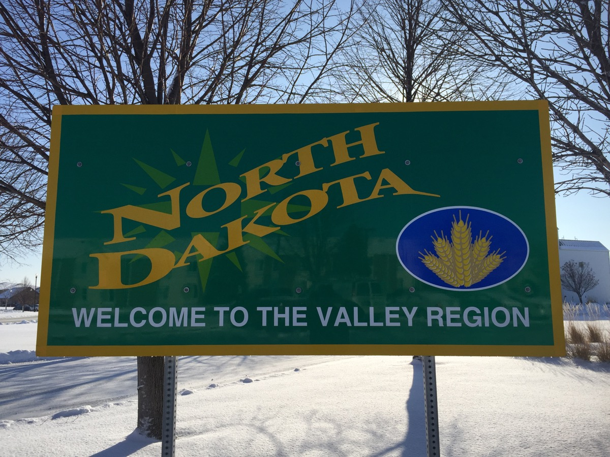 north dakota state welcome sign, iconic state photos