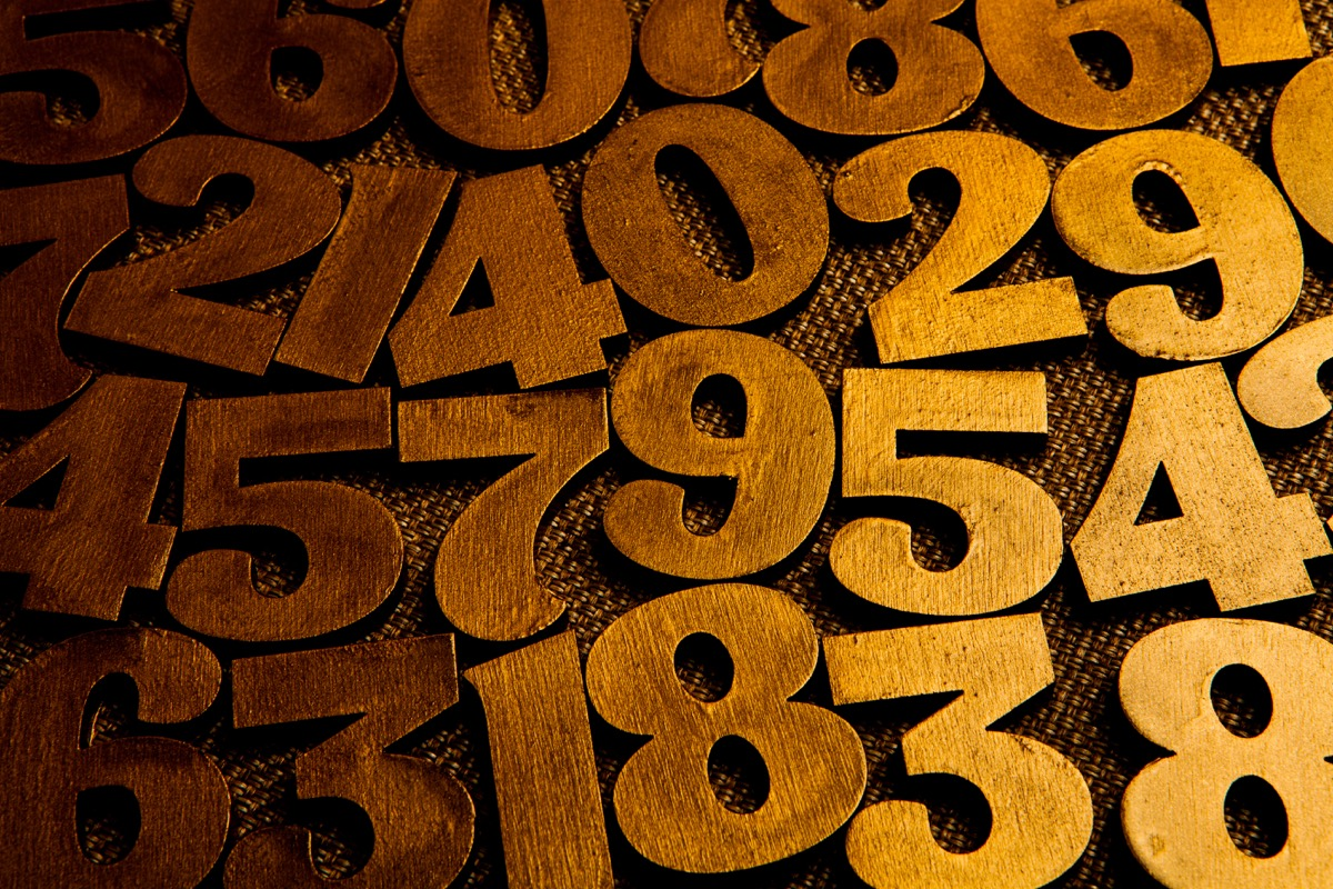 a bunch of numbers, number on the table, most common street names