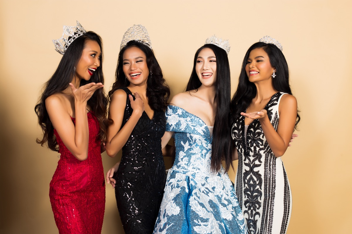 pageant contestants talking to each other, pageant facts