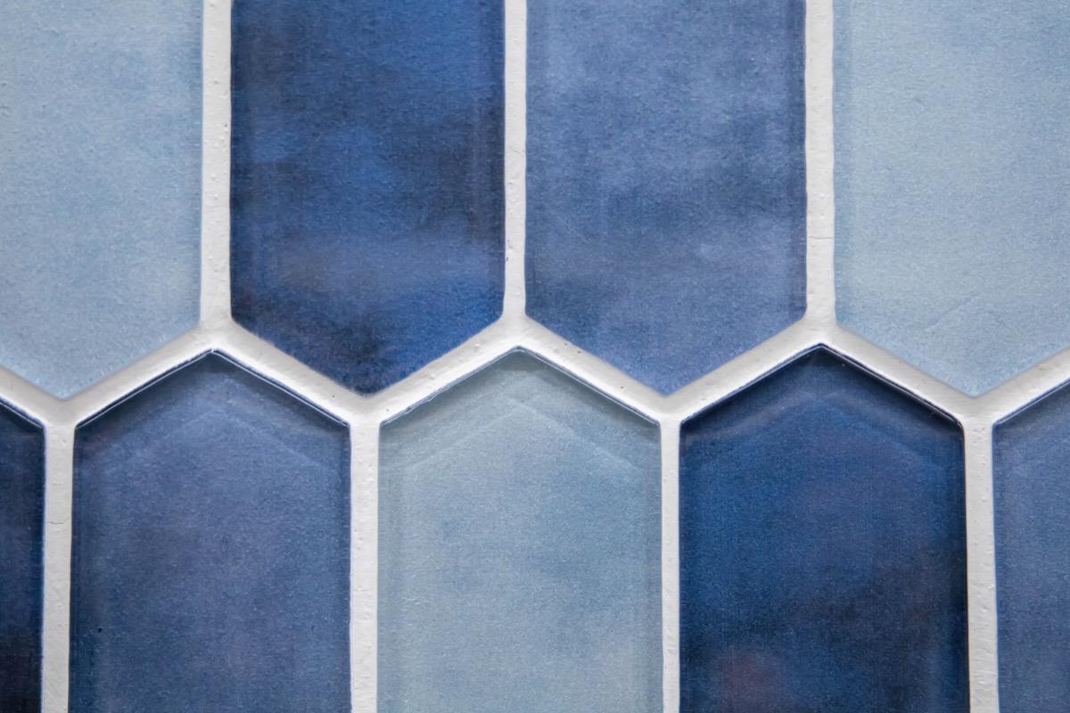 patterned tile backsplash of blues