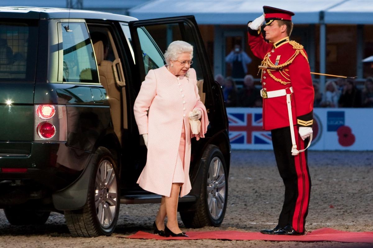 queen elizabeth II arriving in a car