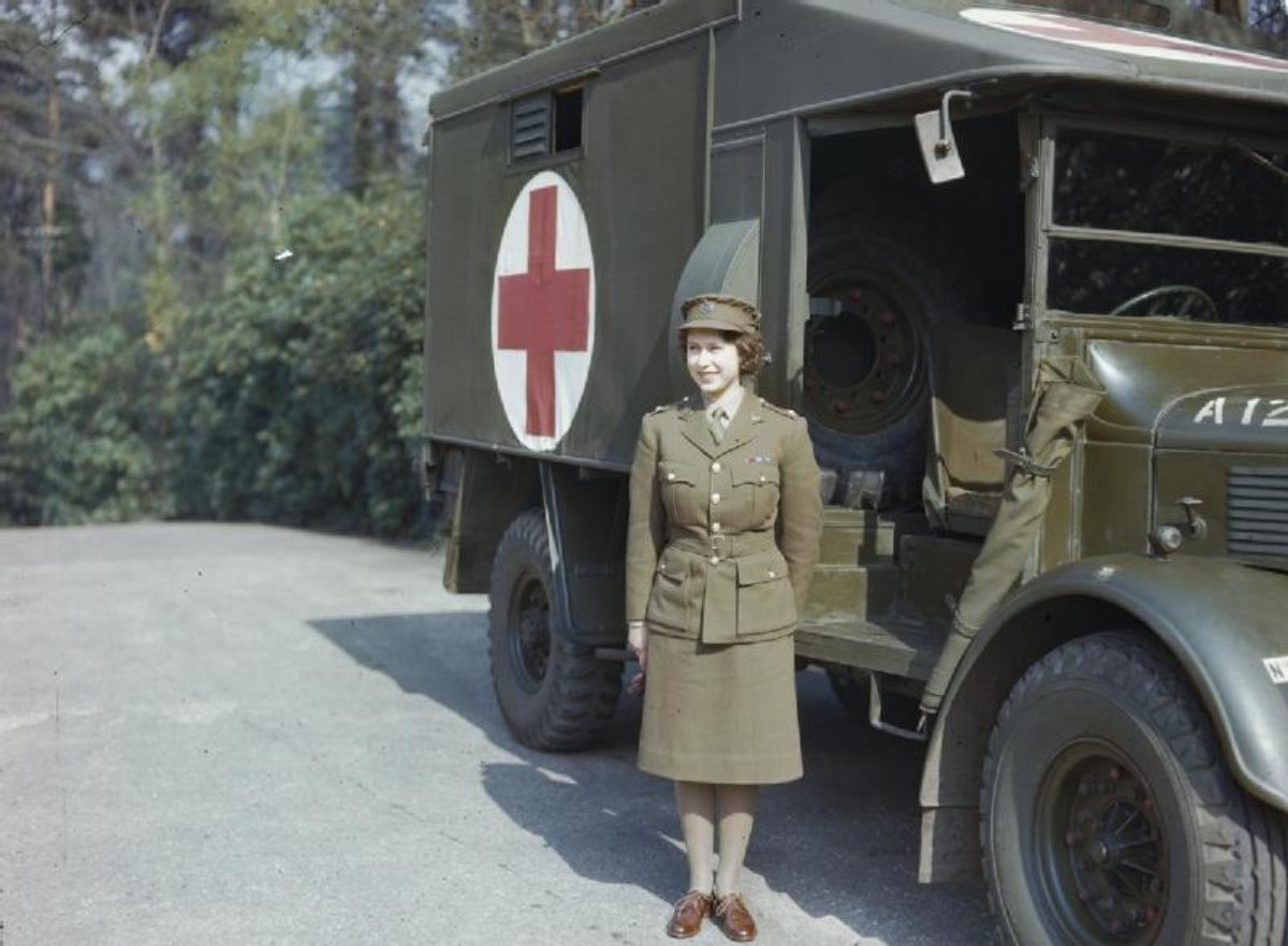 queen elizabeth in auxiliary territorial service uniform when young