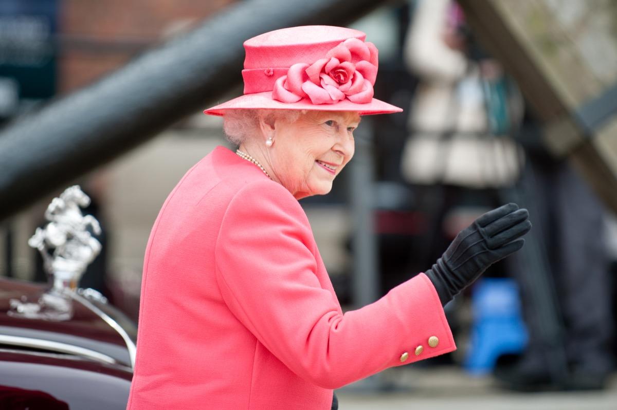 queen elizabeth II in a pink suit