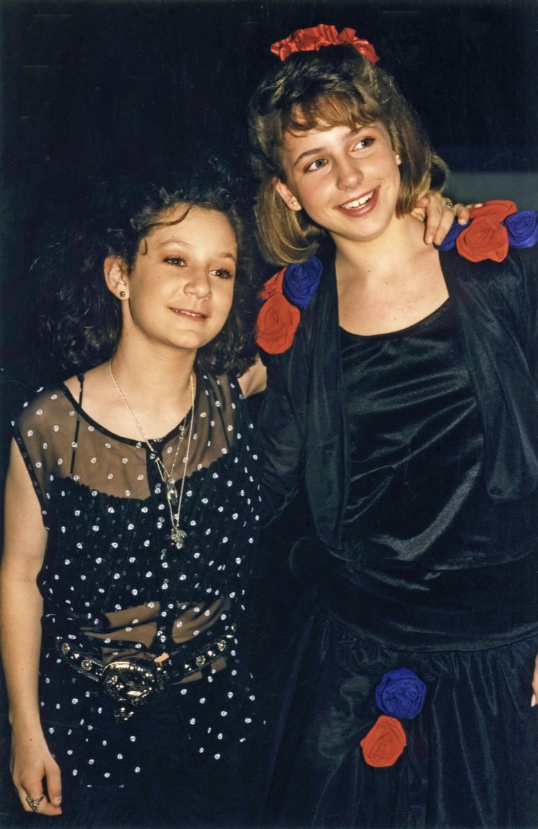 roseanne actresses sara gilbert and lecy goranson, 1990s, vintage red carpet photos
