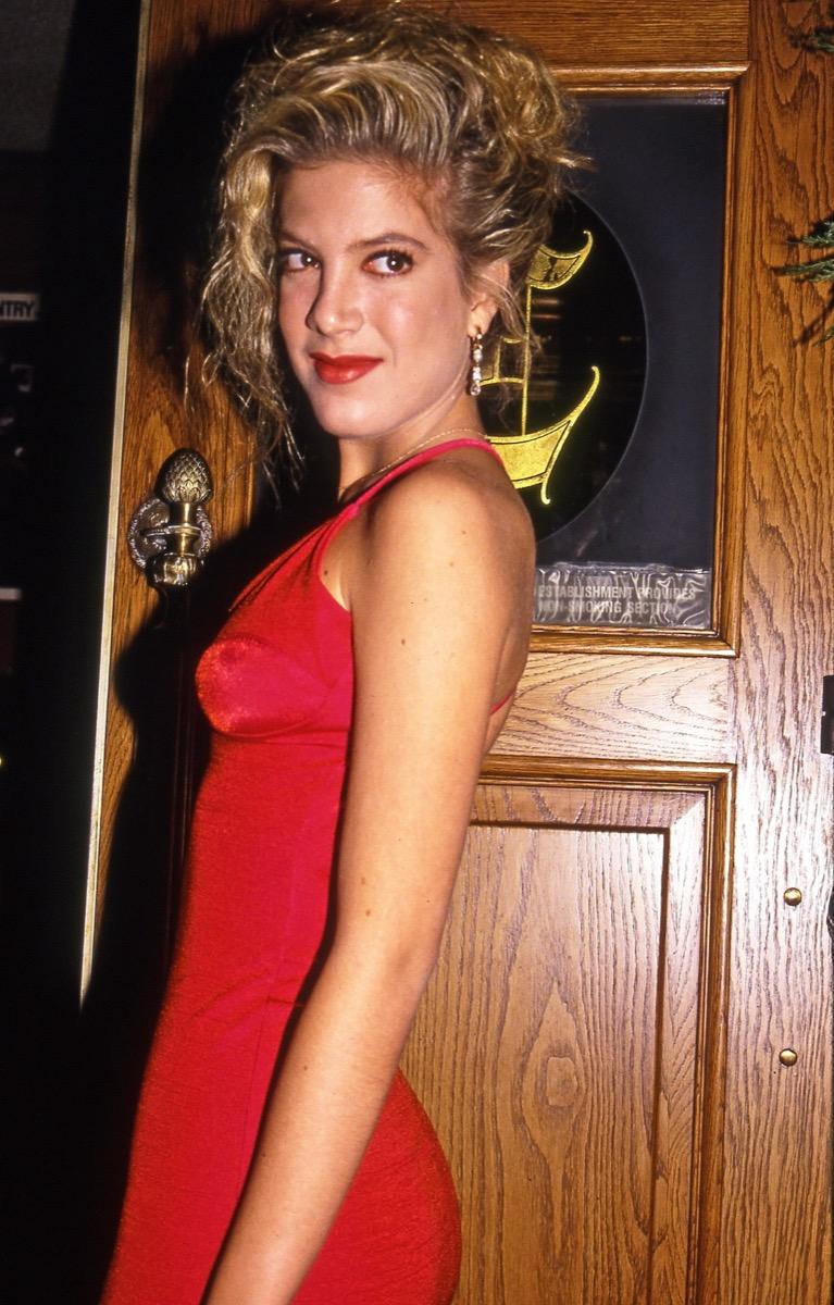 tori spelling, 1990s, vintage red carpet photos