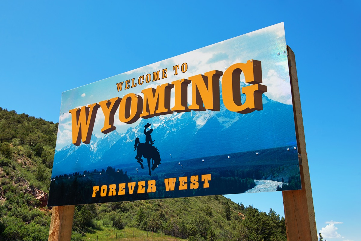 wyoming state welcome sign, iconic state photos