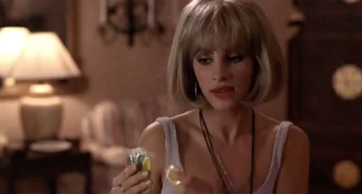 Julia Roberts wears blond bob wig and holds condoms in Pretty Woman, things hollywood gets wrong about sex