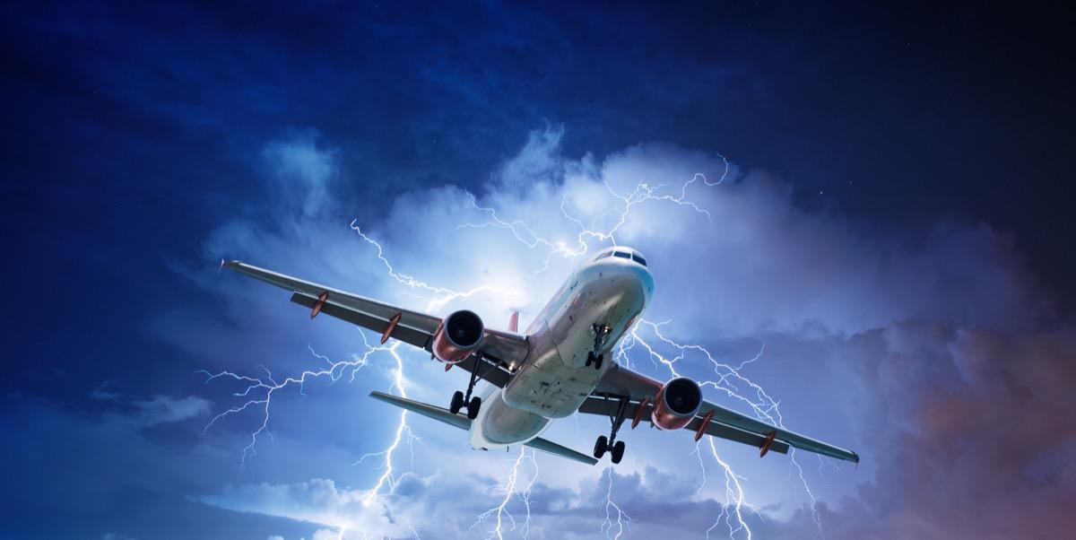 airplane going through lightning storm things that horrify flight attendants