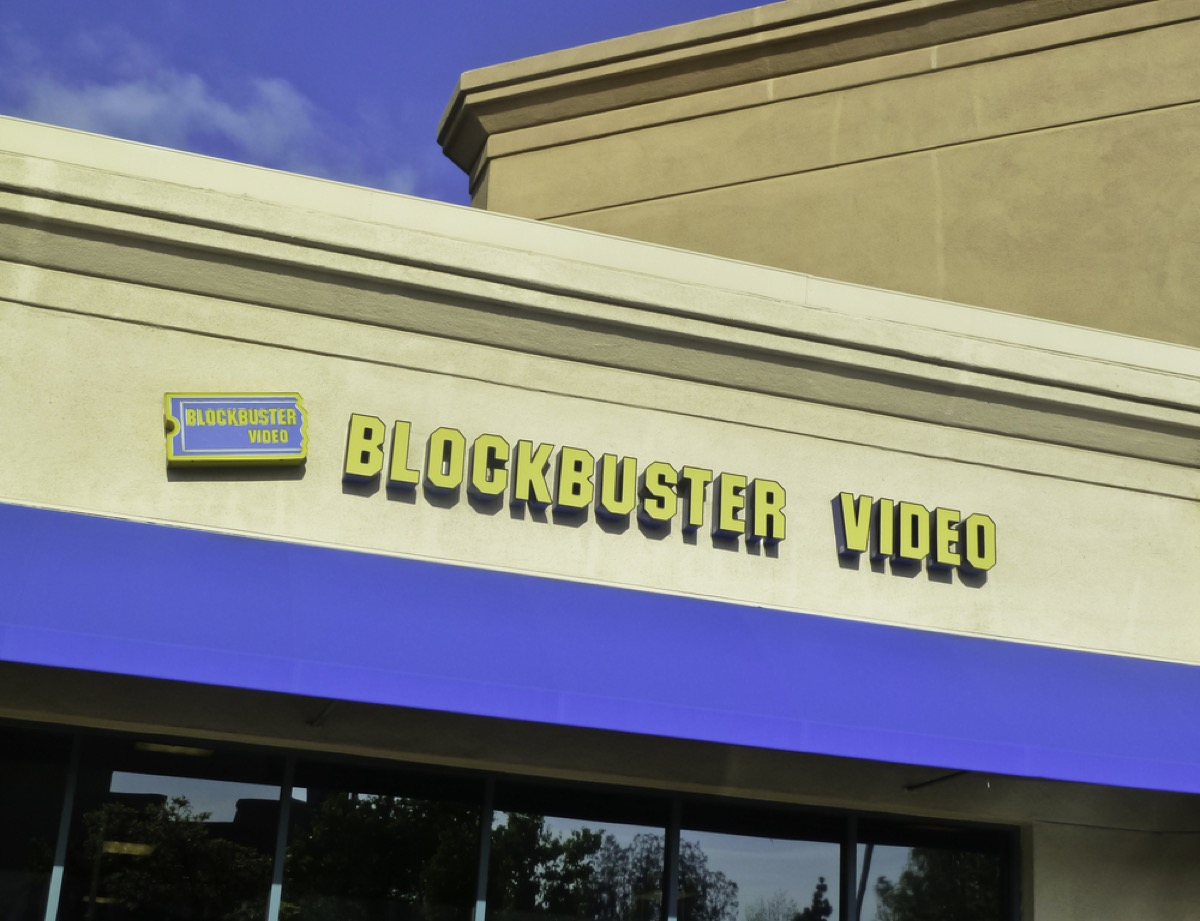 blockbuster video store, things only 90s kids remember