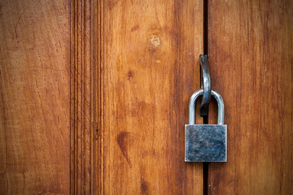 lock bolt on door, safety tips