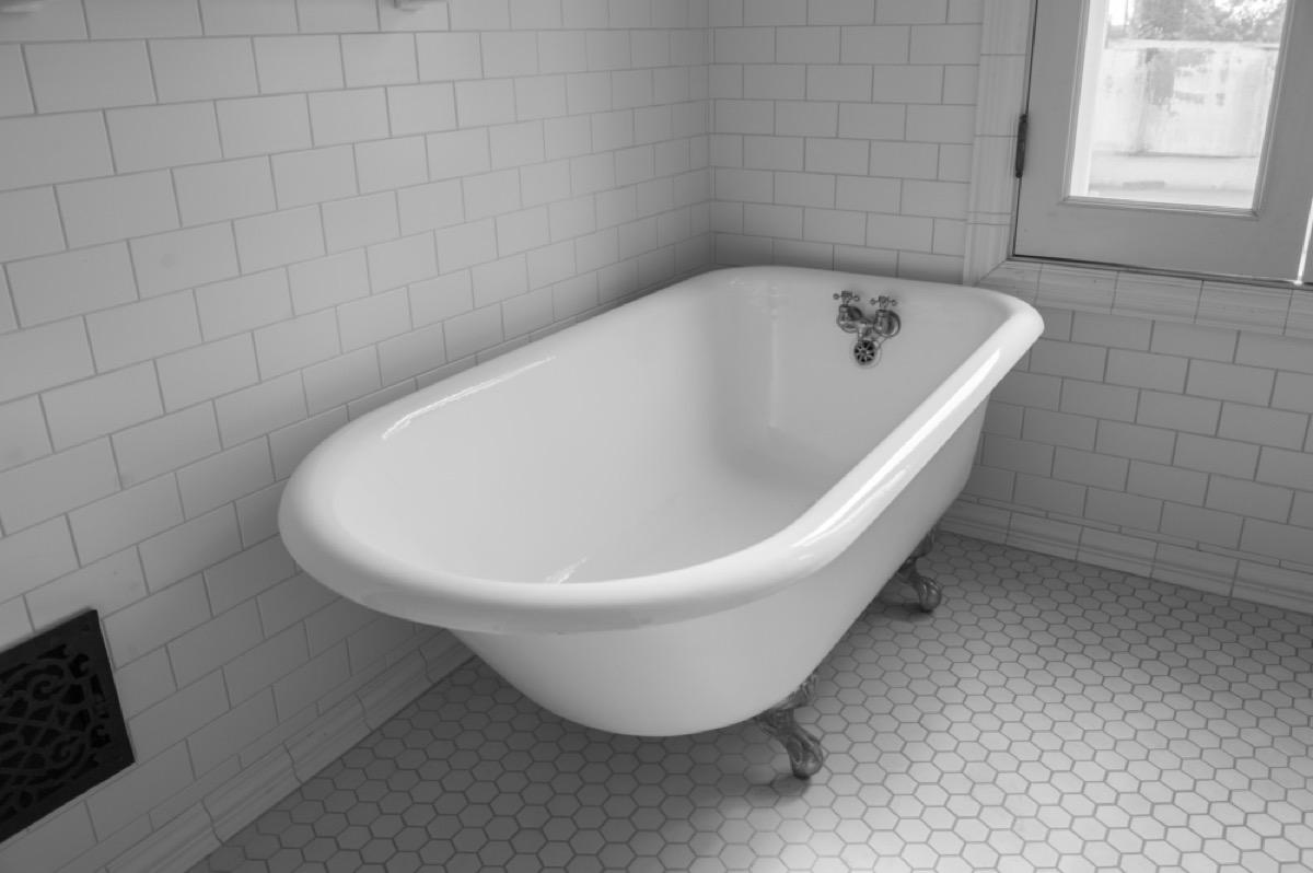 claw foot bathtub, vintage home upgrades