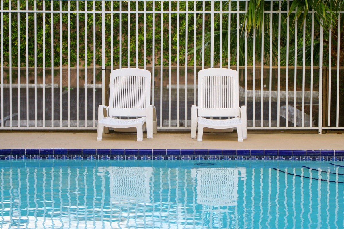 fenced in pool, safety tips