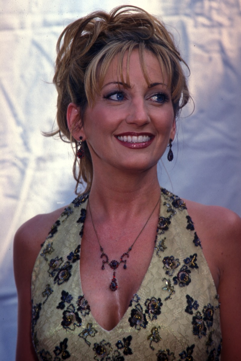 lee ann womack at the academy of country music awards in 2000, old photos country stars