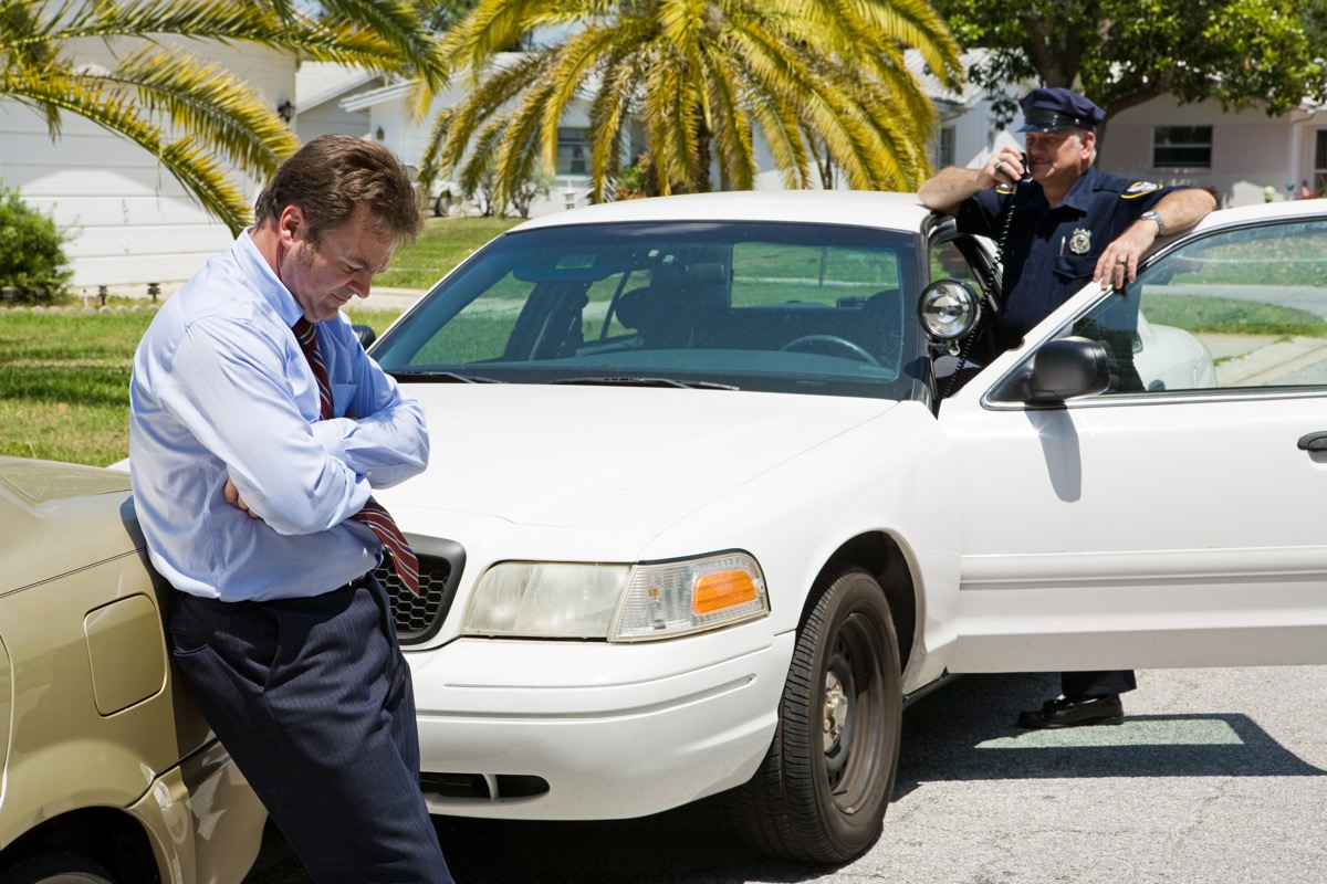 man pulled over by police standing outside of car things you should never do when getting pulled over