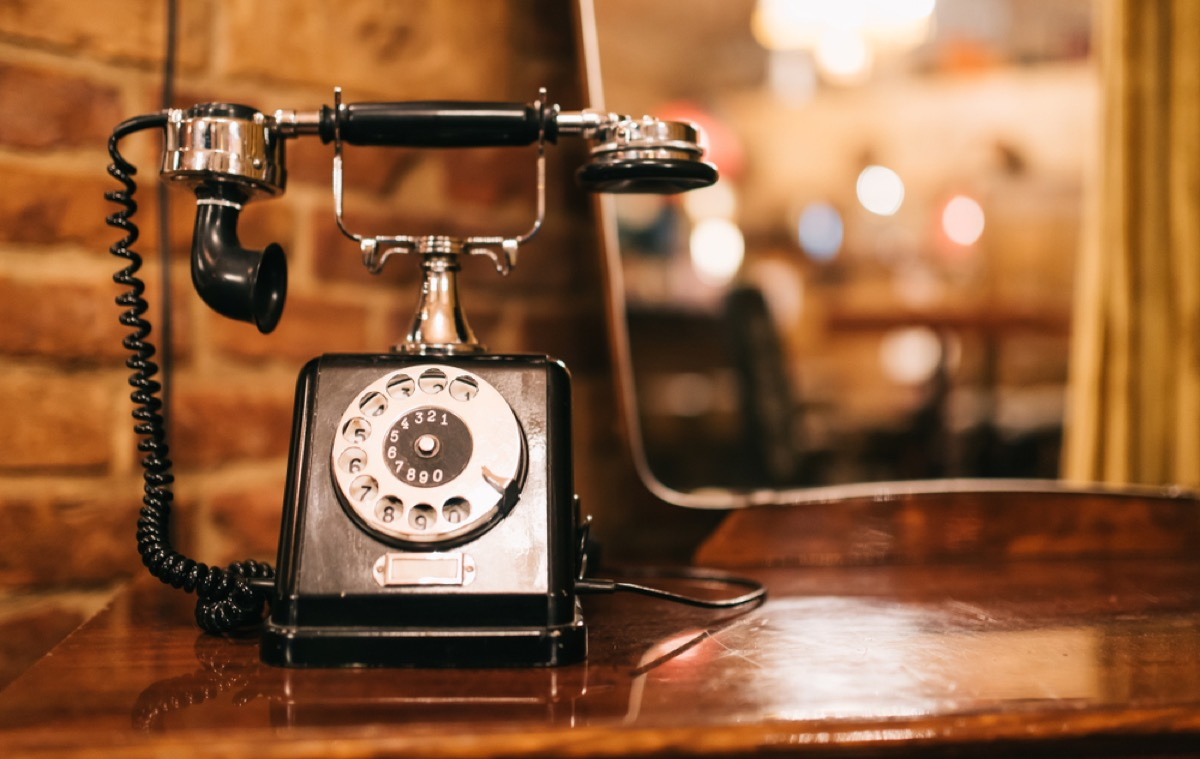 antique phone on table, vintage home upgrades