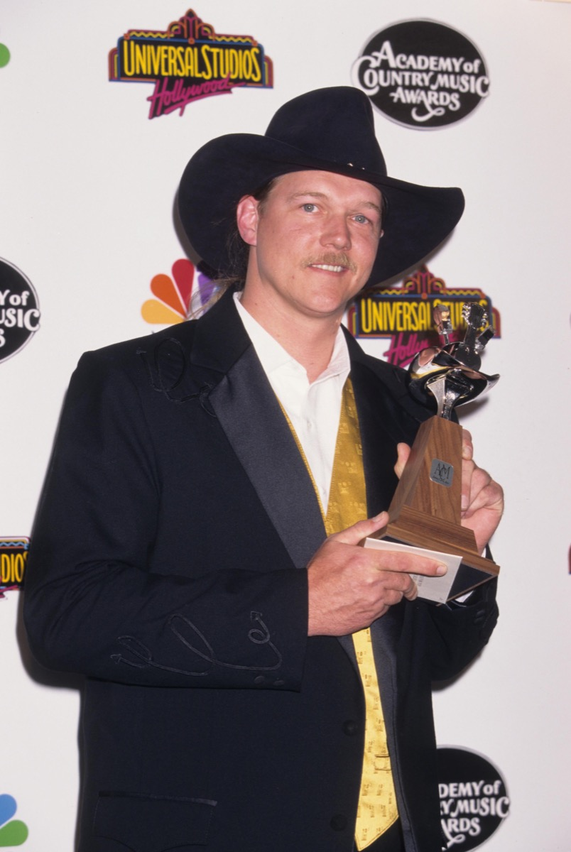 trace adkins at the country music awards, 1997, old photos country stars