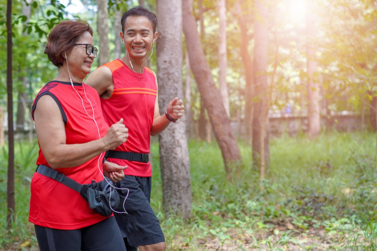 woman and man running together, ways to feel amazing