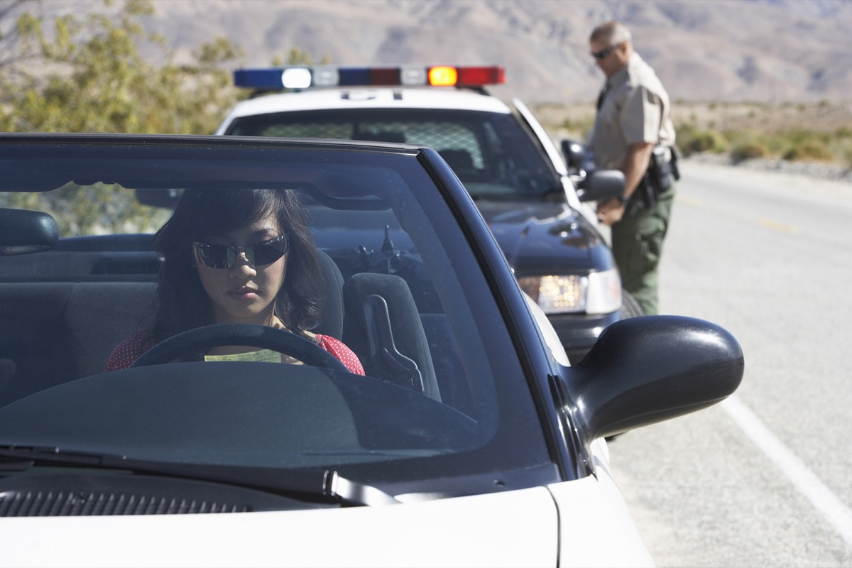 woman being pulled over by police things you should never do when getting pulled over