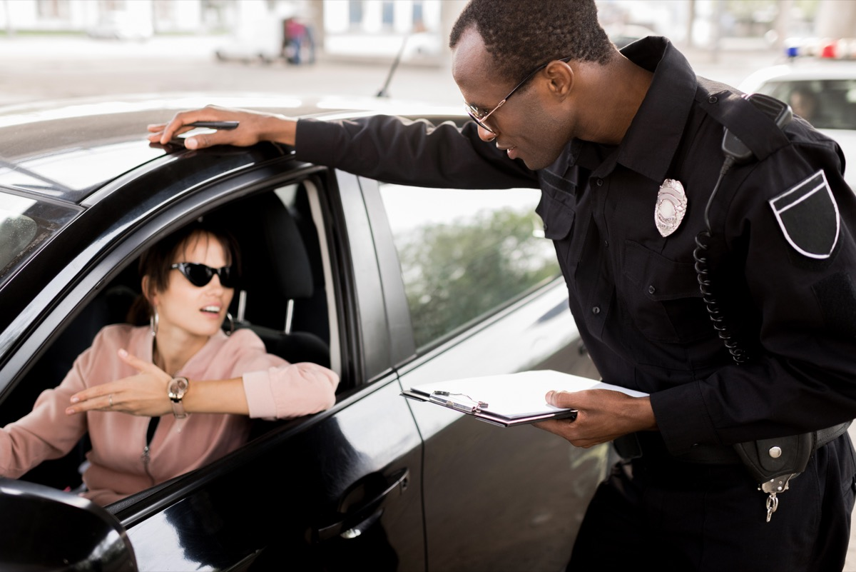 woman pulled over by police things you should never do when getting pulled over