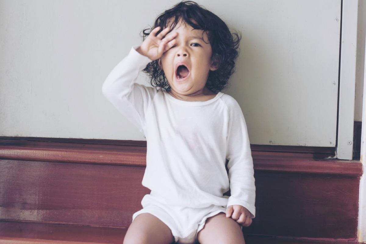 tired child yawning, bad parenting