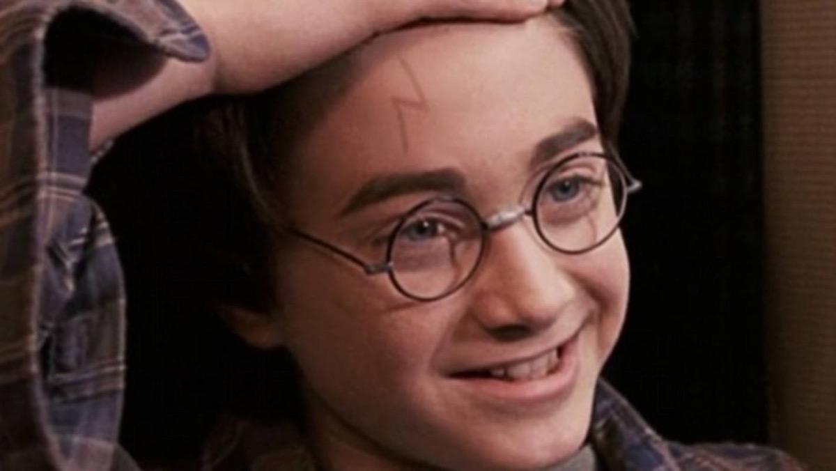 Harry Potter shows lightning bolt scar
