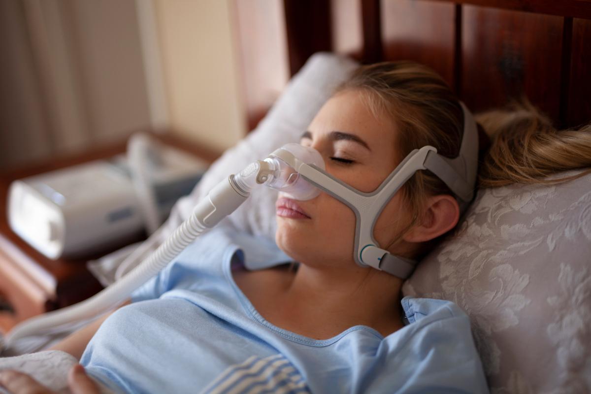 Woman sleep apnea machine