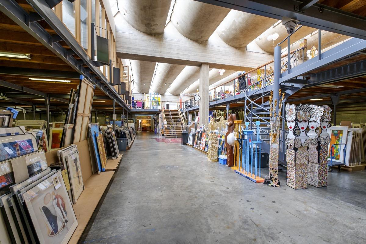 A huge storage unit for art