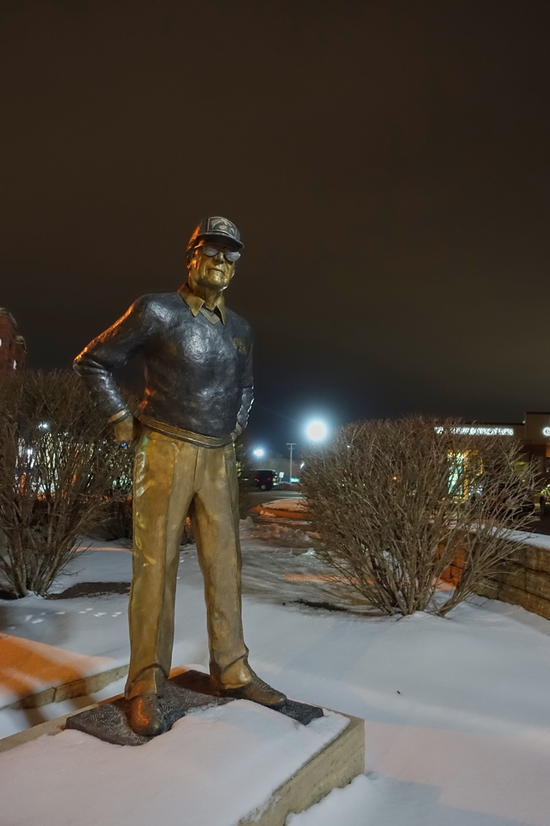 hayden fry statue in iowa famous state statues