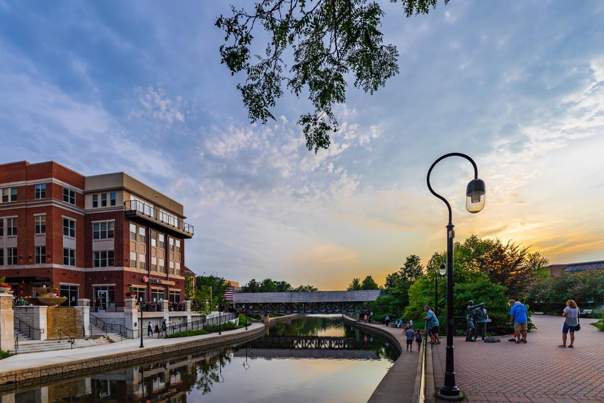 the naperville illinois riverwalk