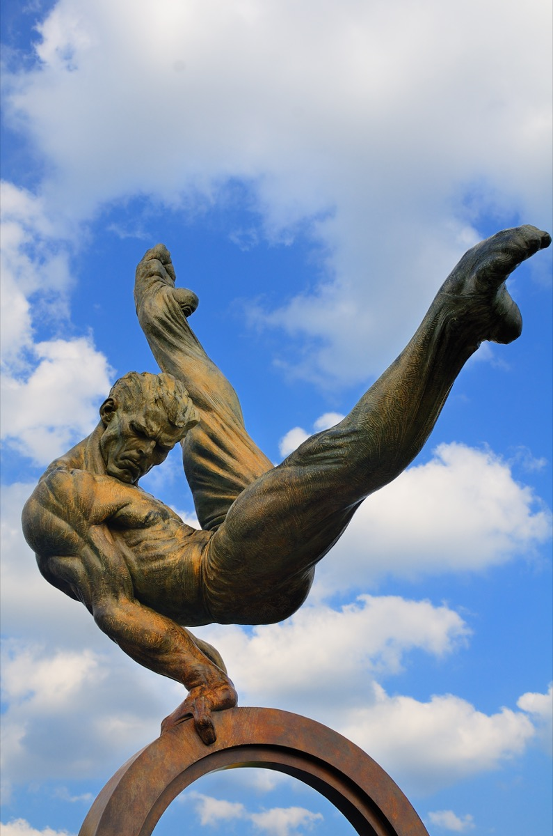 the flair statue in atlanta georgia famous state statues