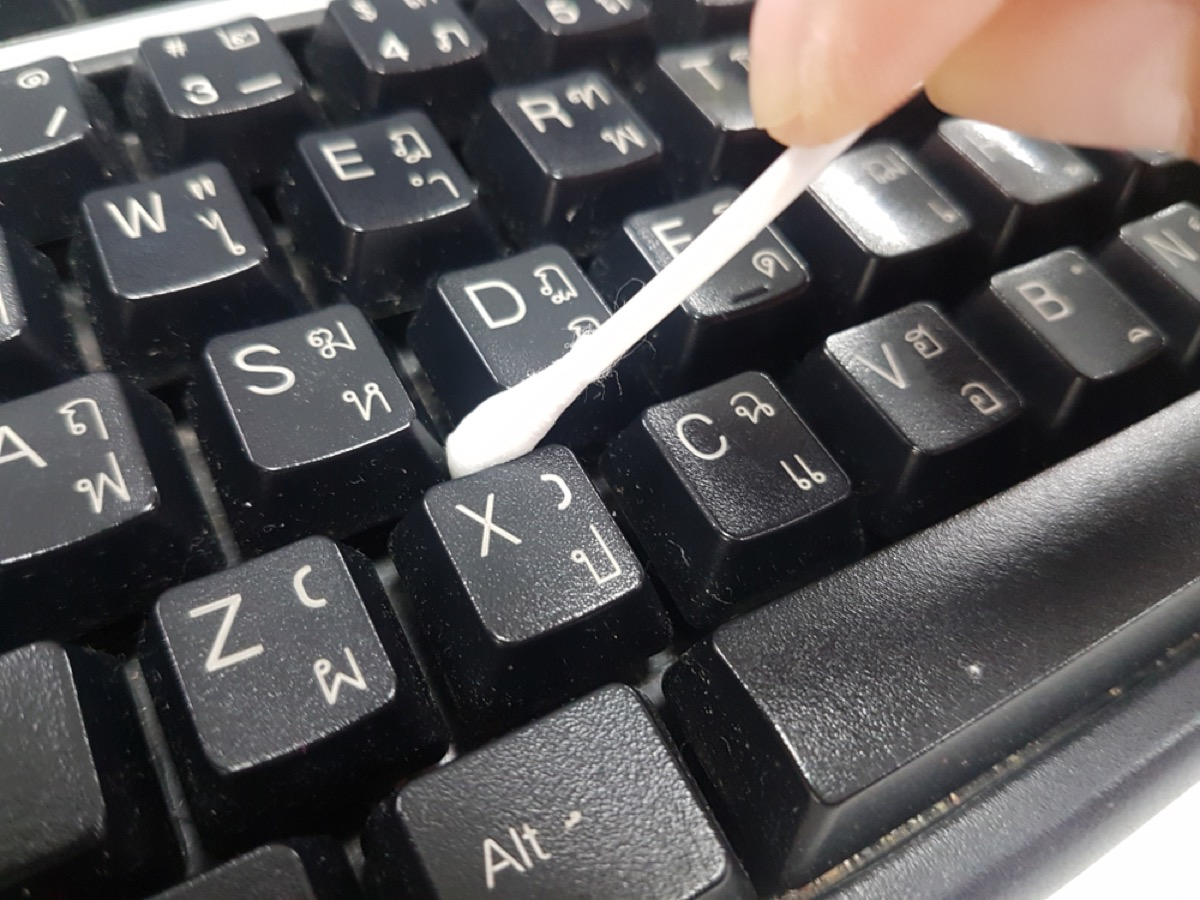 cleaning computer keyboard, new uses for cleaning products