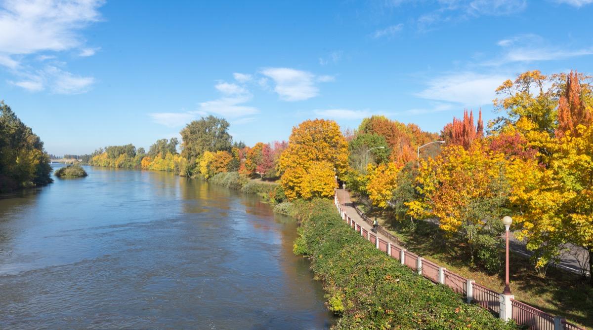 a bike path along the willamette river in eugene oregon